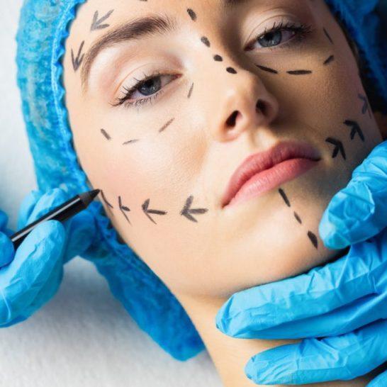 проведение операции по подтяжке лица